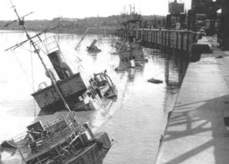 More damage along the quais.<br/>
