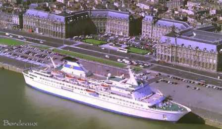 A cruise ship docked in front of the old Royal palace.<br/>